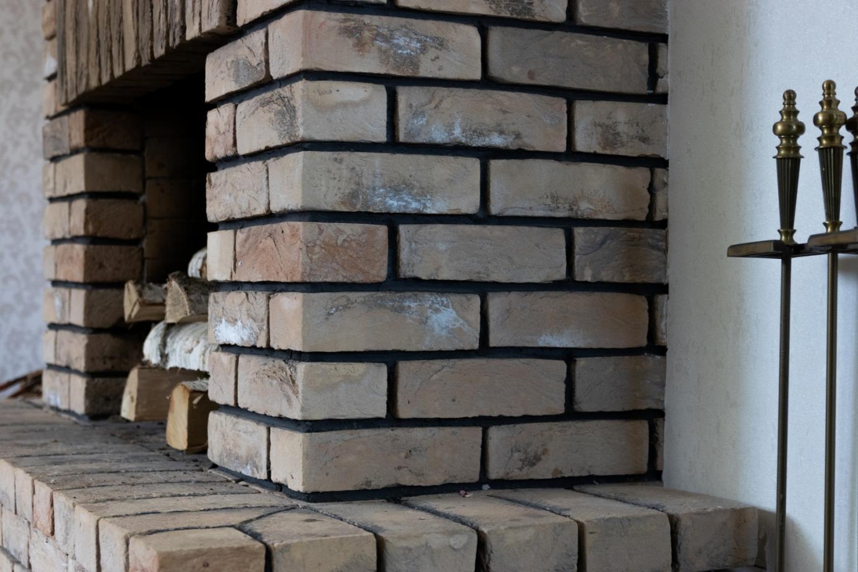 Демонстрационная русская баня с печью из кирпича в изразцах, прямоточка для обогрева дома с камином в Раубичах, 2010г.